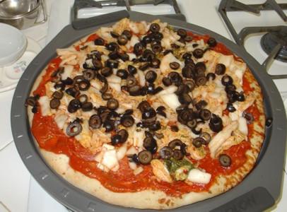 طريقة تحضير بيتزا منزلية سهلة التحضير