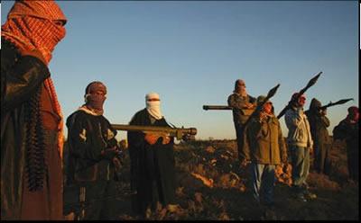 صور لأبطال المقاومة العراقية اثناء عملية إطلاق صاروخ على طائرة امريكية