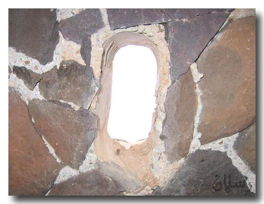 صور اغرب مسجد تحت الرمل
