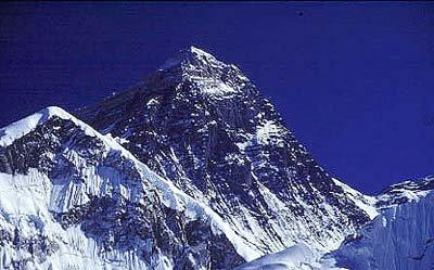 جبال الهملايا الأعلى ارتفاعا في الأرض