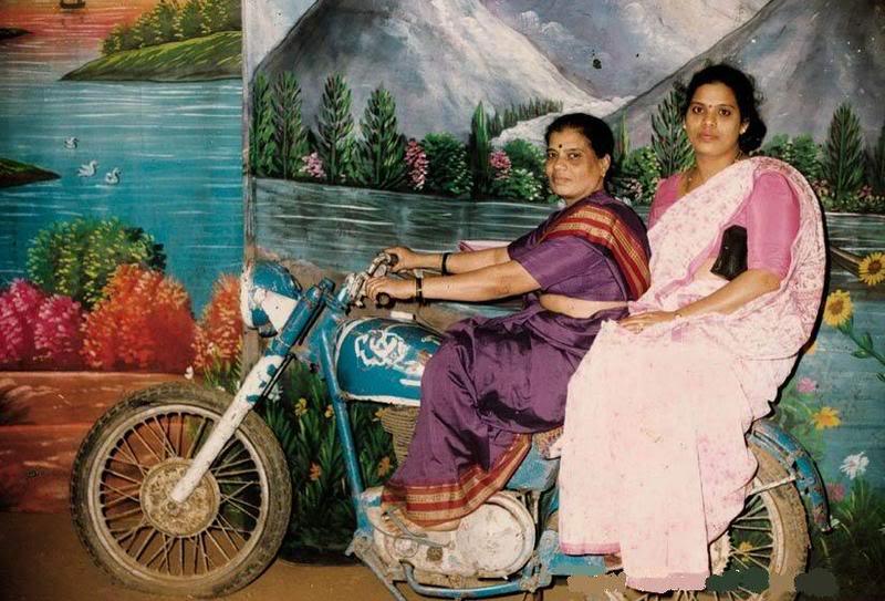 لا يفوتكم استدديو تصوير في الهند ..هع هع