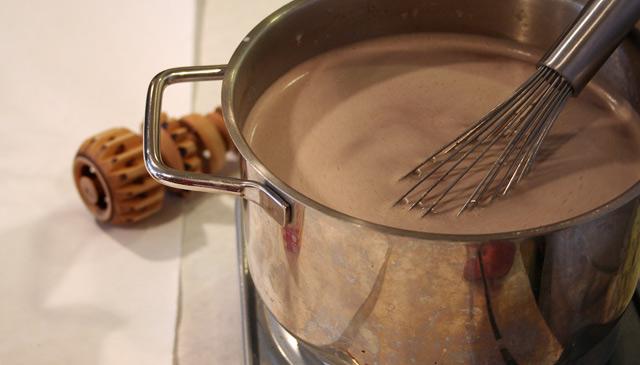طريقة عمل الشوكولاتة الساخنة (لا يفوتكم) ^_^