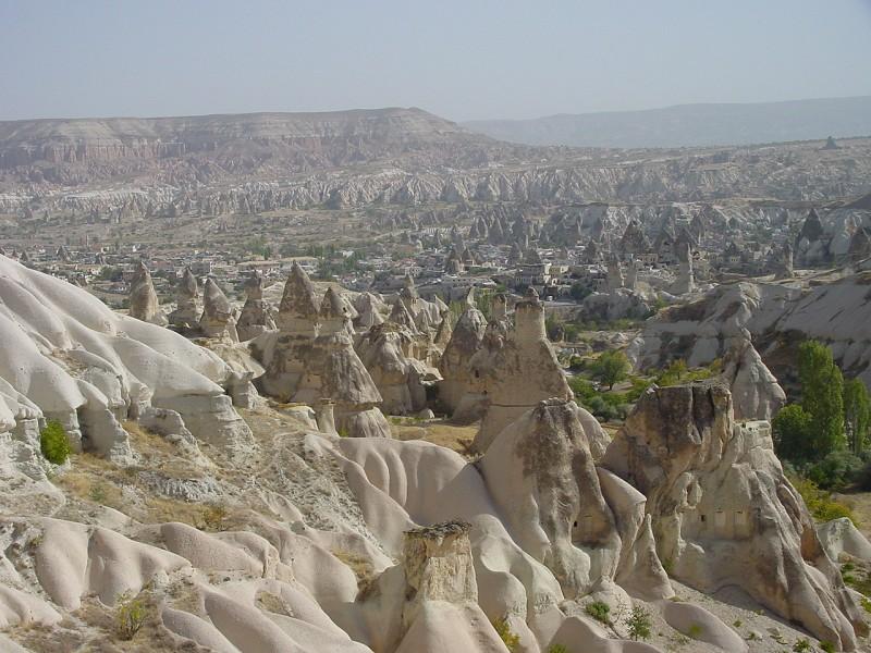 مدينه كابادوكيا في تركيا ...صيفا...شتاء..