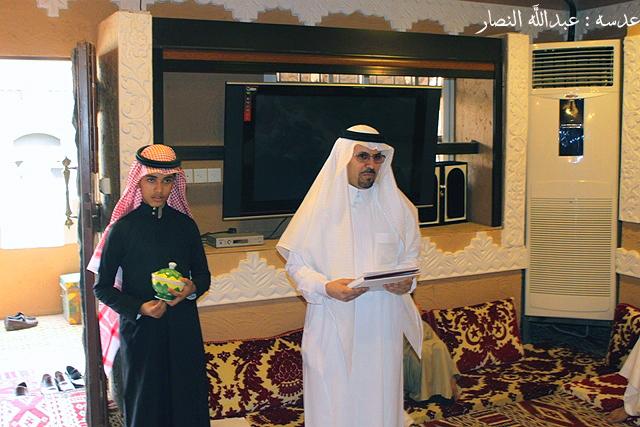خريجي ثانوية حوطة سدير عام 1400 يلتقون في ضيافهم زميلهم الدكتور أحمد الدعجاني