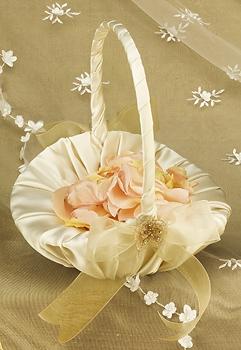 جمعتلك اجمل الورود وباحلى سلة حطيتها لك. ومحبسك الغالي بارقى كوشة علقته