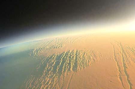 شروق الشمس على كوكب المريخ...سبحان الله