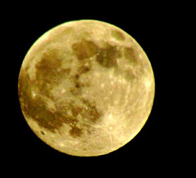 إطلالة القمر في مساء اليوم المصادف 20 ديسمبر 2010
