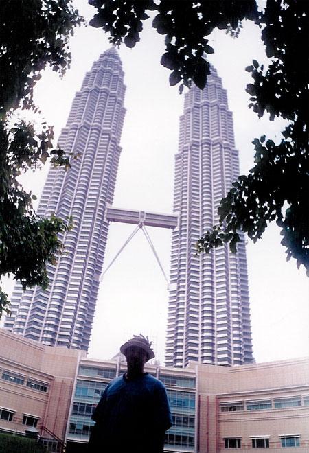 رحلتي المثيرة الى دولة ماليزيا الخضراء الرائعه والممتعه