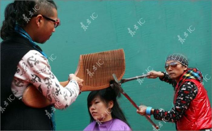كوافير في الصين مادري وش يحس هههههه
