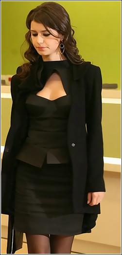 ازياء الممثلة برين سات