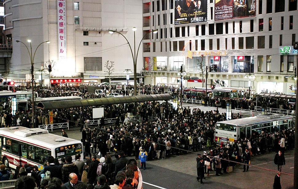 صور لأعنف زلزال ضرب اليابان : يوم الجمعه 6/4/1432ه ( 11 مارس 2011م ) ~