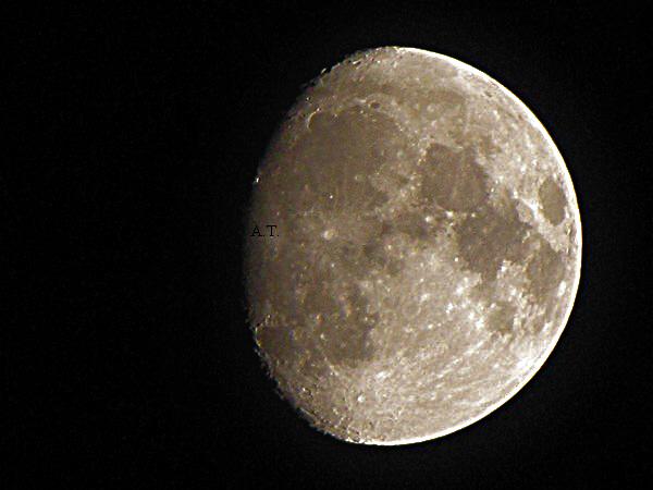 إطلالة القمر البهية بعد منتصف ليلة 14 يوم أبريل 2011