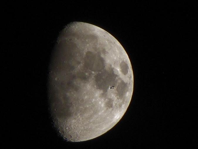 إطلالة القمر البهية في مساء 12 مايس 2011