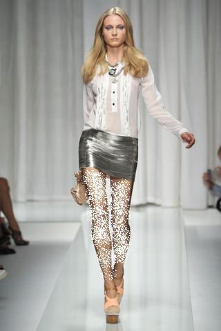 ملابس صيف 2011 - ملابس لجميع الازواق - ازياء من فرنسا غريبة و انيقة ملابس 2011