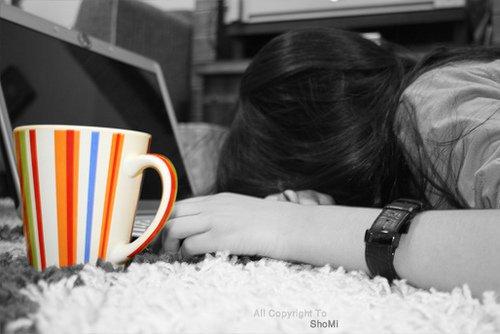 الهادئون ..دوما , هم المبعثرون بهذه الحياة..مبعثره فمن يلملمني (♥)
