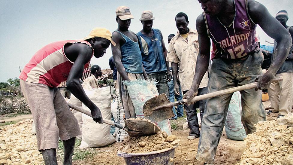 البحث عن الذهب في السنغال ..