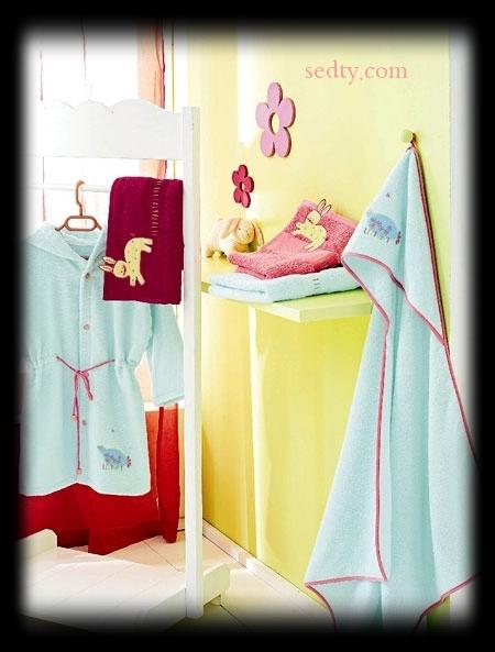 تشكيله من ملابس الحمام للاطفال