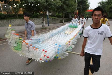 طلاب يصنعون قارب من 1504 زجاجة بلاستيكية فارغة