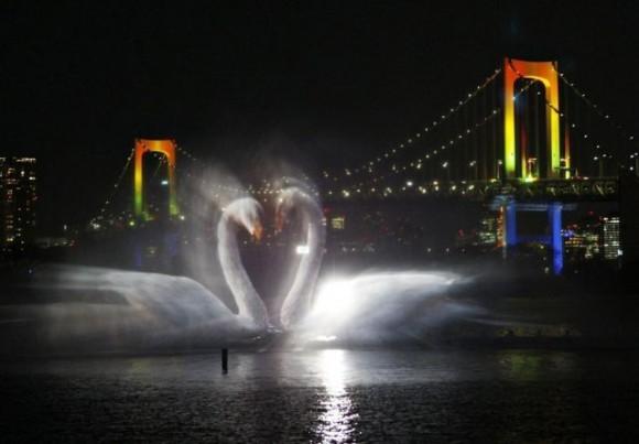 فقط في طوكيو: عروض ضوئية على الماء في الهواء !!
