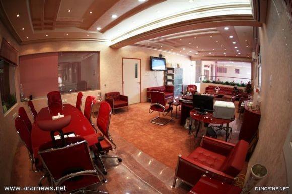 ملياردير سعودي يقلب مدرسة زوجته الى فندق!!