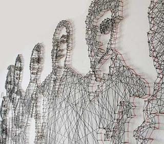 فنانة تبتكر لوحات مصنوعة من الخيط والمسامير
