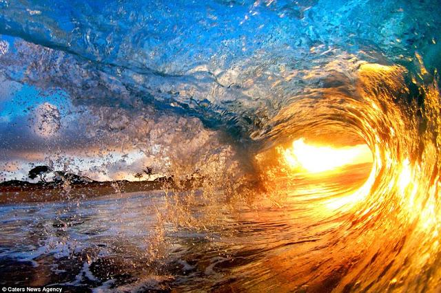 صور مدهشة لأمواج بحر هاواي .