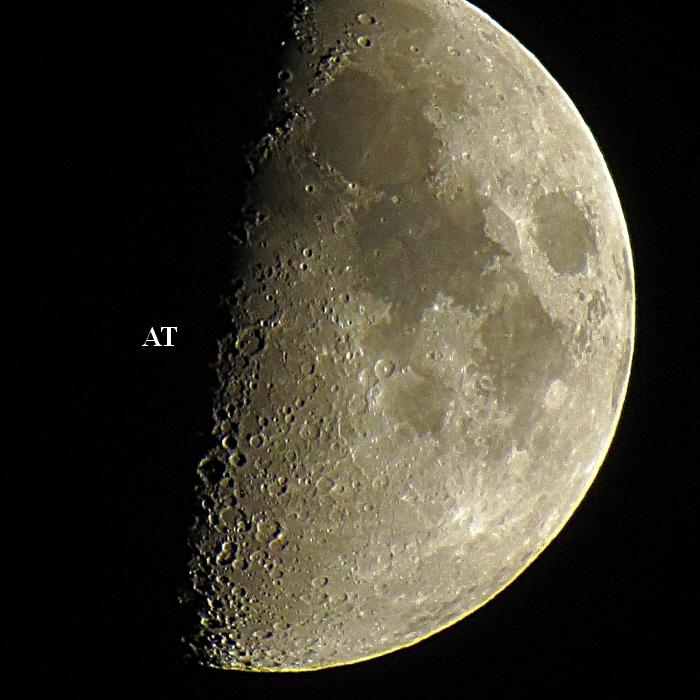 إطلالة القمر البهية الرائعة على مدينتنا مساء يوم 22 أكتوبر 2012