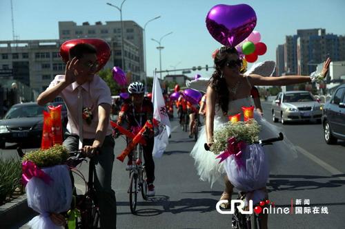 حفل زفاف على دراجات هوائية