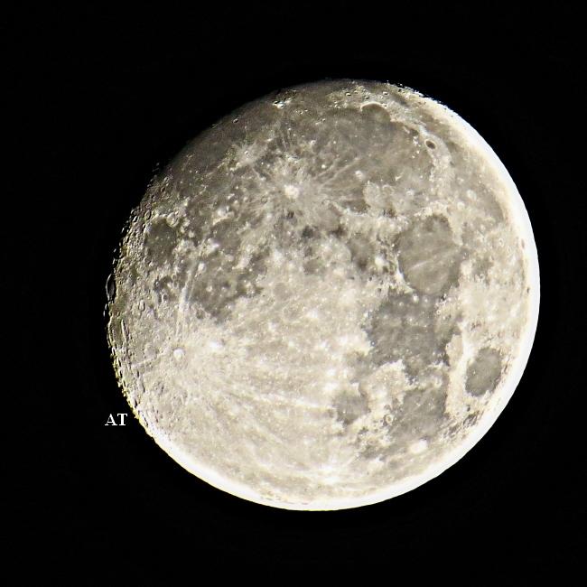 إطلالة القمر الساحرة مساء وبعد منتصف ليلة 25 نوفمبر الأحد 2012
