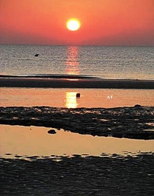 الرسم على الرمل والسير على الكثبان والتلال الرملية على بحر الشمال