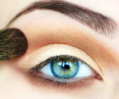 مكياج عيون طبيعي . . !