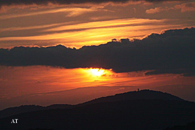 غروب الشمس الساطعة فوق مدينتنا 10 تموز 2013