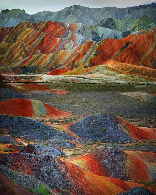 الجبال الملونةة في الصين .. سبحان الله