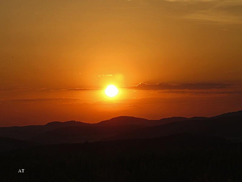 غروب الشمس فوق المرتفعات الجبلية بمدينتنا 27 تموز 2013
