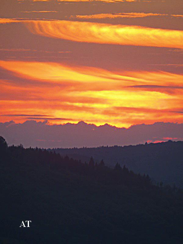 غروب الشمس فوق مدينتنا في 16 اب 2013