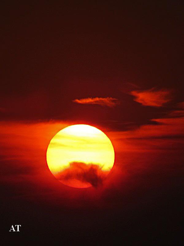 غروب الشمس الساطعة فوق مدينتنا 23 اب 2013