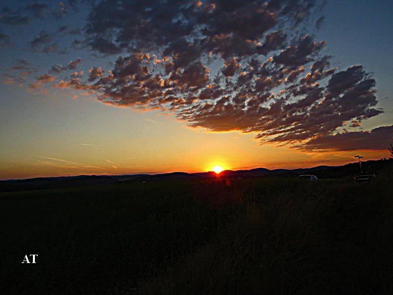 تجدد غروب الشمس يوميا بأشكالها الساحرة 4 اب 2013