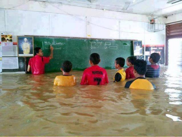 اطلب العلم ولو في الماء