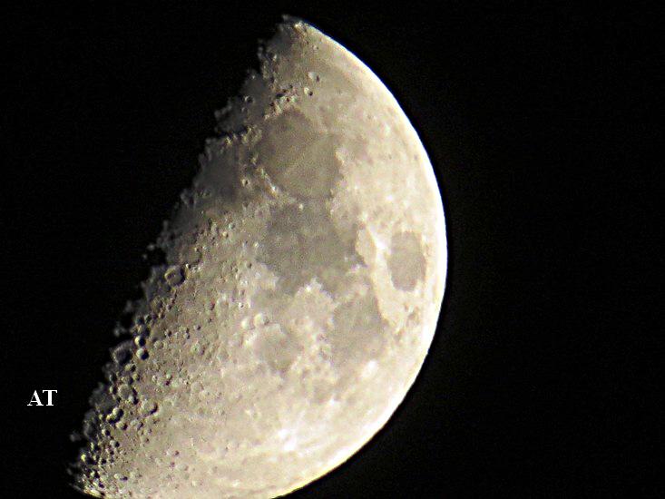 إطلالة القمرالبهية فوق مدينتنا مساء 10 نوفمبر 2013