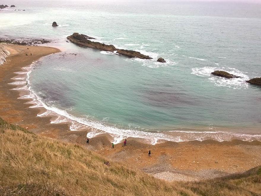 يبدو أن أمواج البحر ترقص!