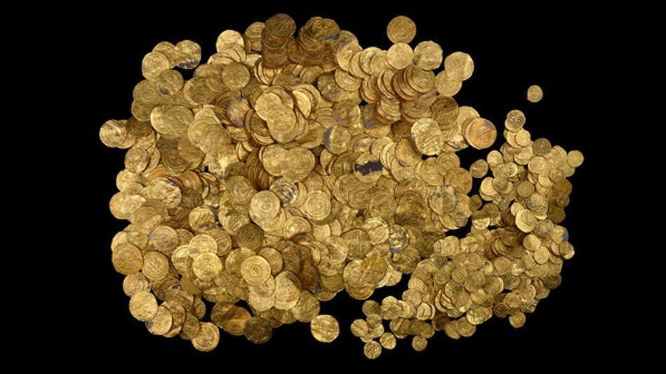 غواصون يعثرون على كنز من الذهب يرجع إلى الدولة الفاطمية