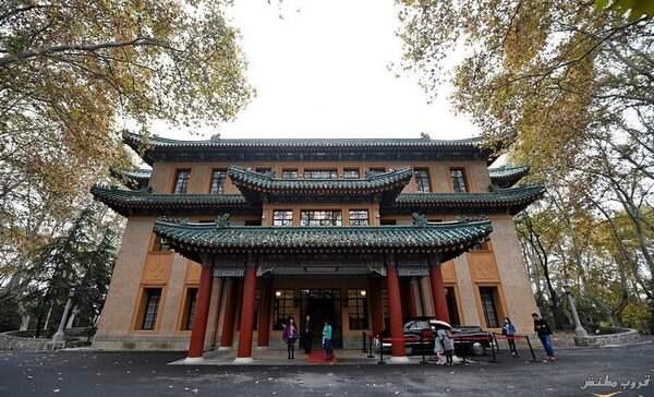 قصر مي لينغ يقع على قمة شياو هونغ هيل في مدينة نانجينغ