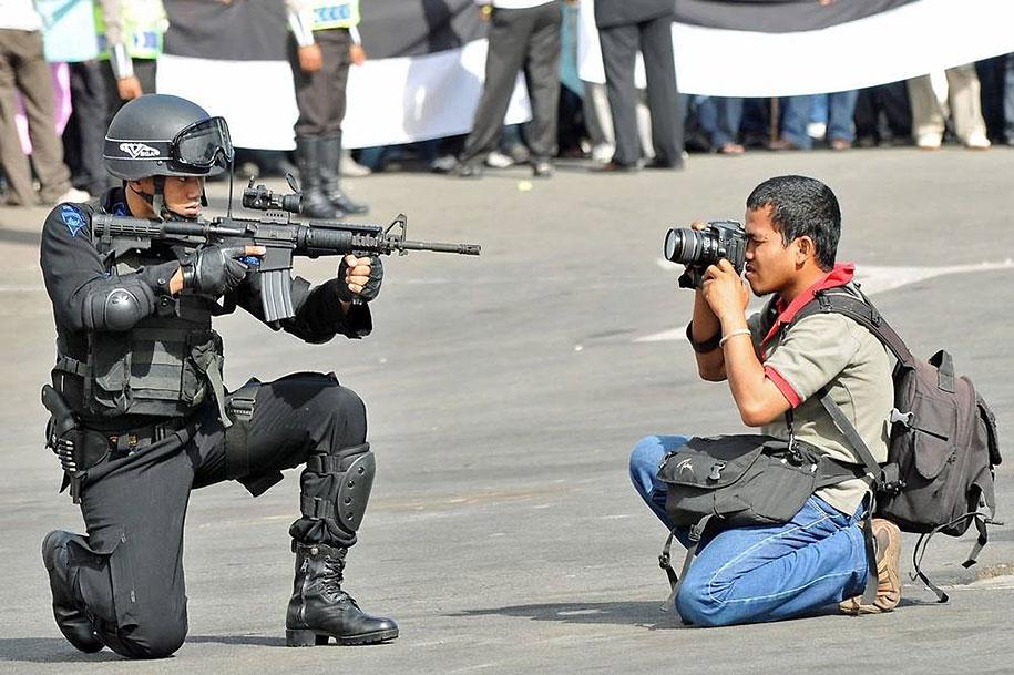 المصورين الذين يعتقدون بوضوح أن الغاية تبرر الوسيلة