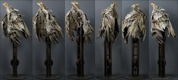 حيوانات وطيور من بقايا جذوع الشجر والمعدن ,,