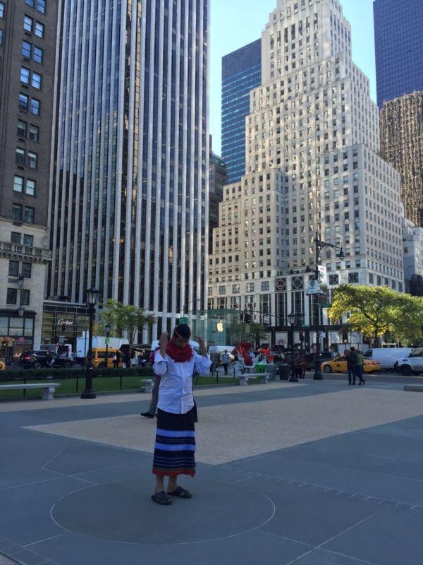 """لبس """" الشميز والوزرة"""" في شوارع نيويورك"""