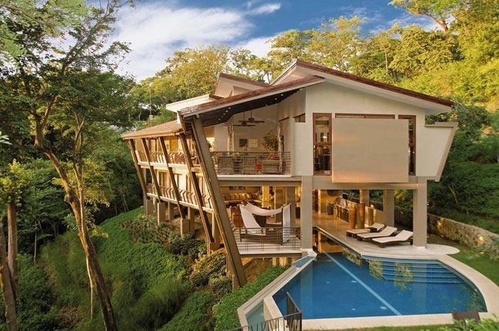 منازل داخل الغابات