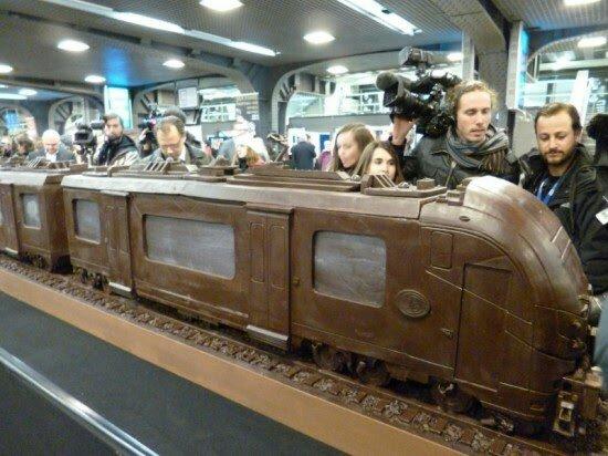 قطار الشوكولاته – اطول هيكل فى العالم مبنى من الشوكولاته