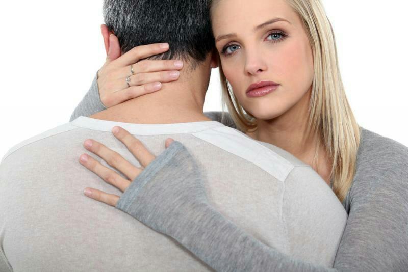 زوجك يعاني من ضائقة مالية كيف تساعدينه؟