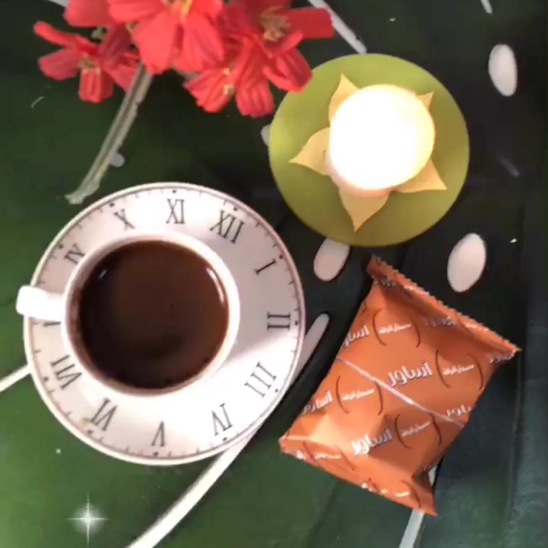 """يستحيل أن تبقى القهوة مرة ، حين تعدها """" إمرأة من سكر """". [عدستي]"""
