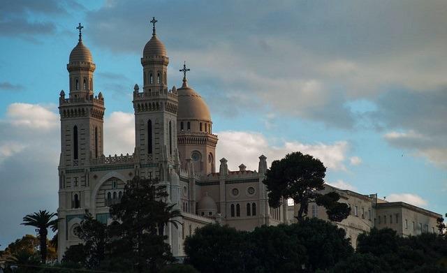 الجزائر عروس الوطن العربي